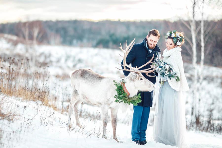 suknia dopasowana do zimowego ślubu