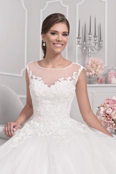 suknia ślubna 18030T zbliżenie