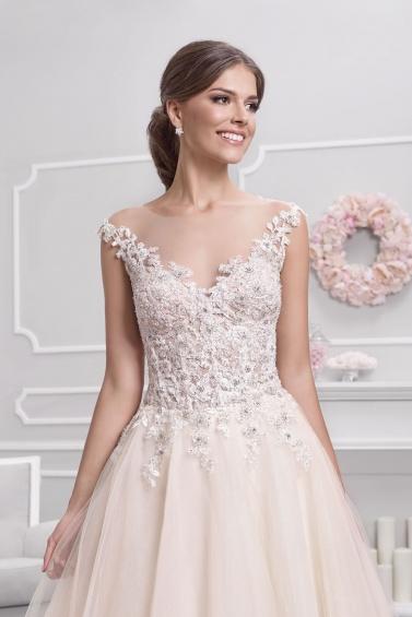 suknia ślubna 18049T zbliżenie