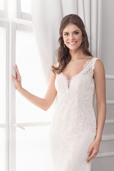 suknia ślubna 18064T zbliżenie