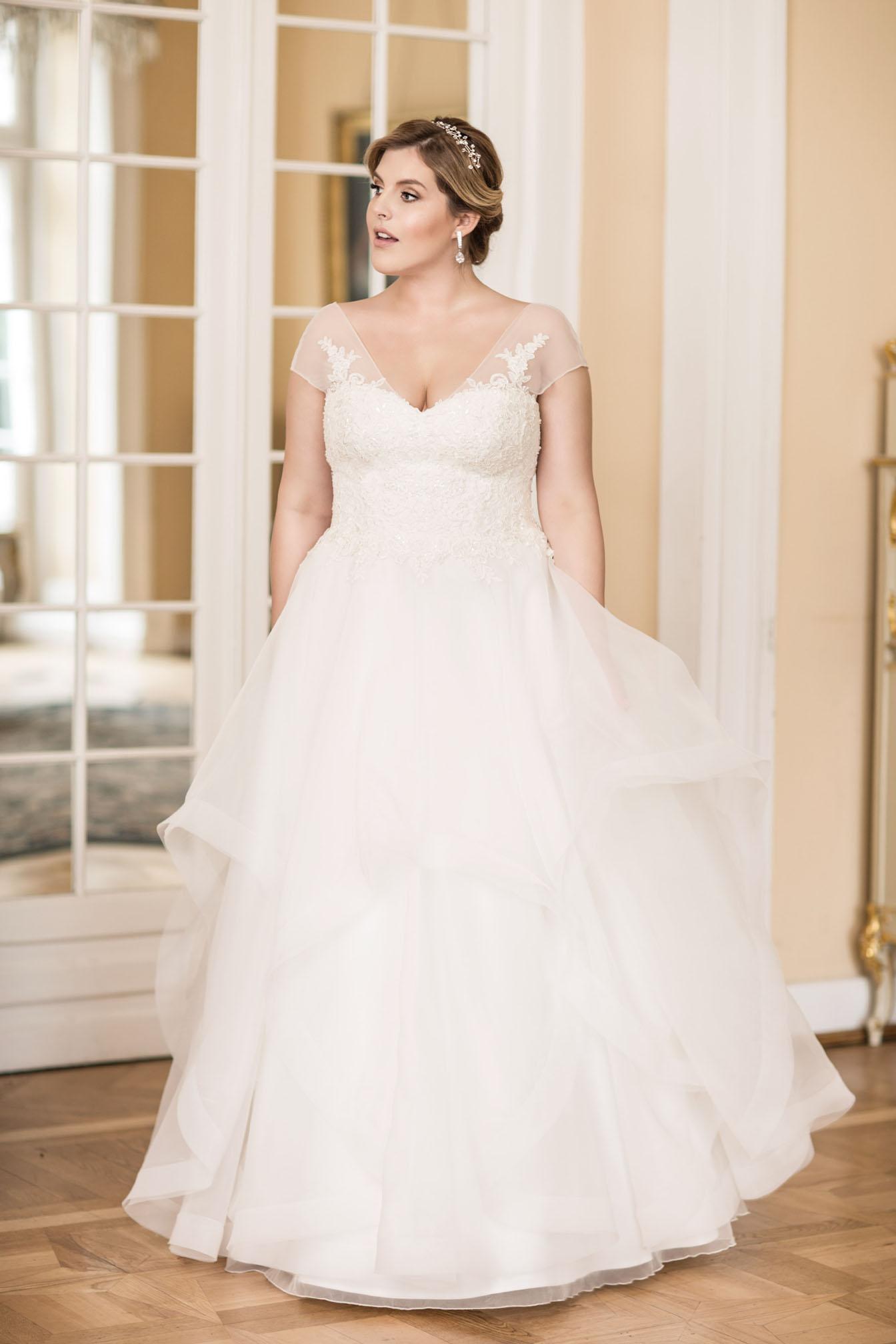 LO 20   Lovely 20   Wedding dresses   Agnes   lace wedding ...