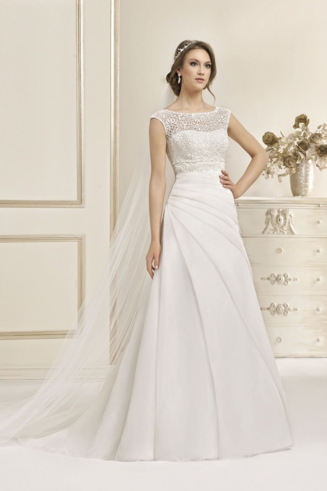 Suknia ślubna 17018T
