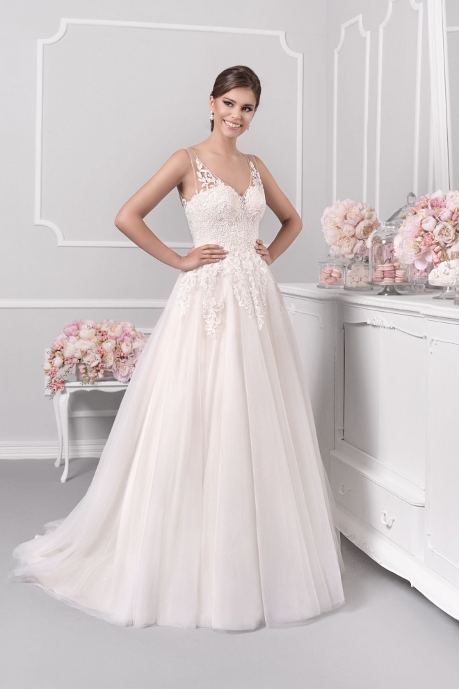 Suknia ślubna 18013T