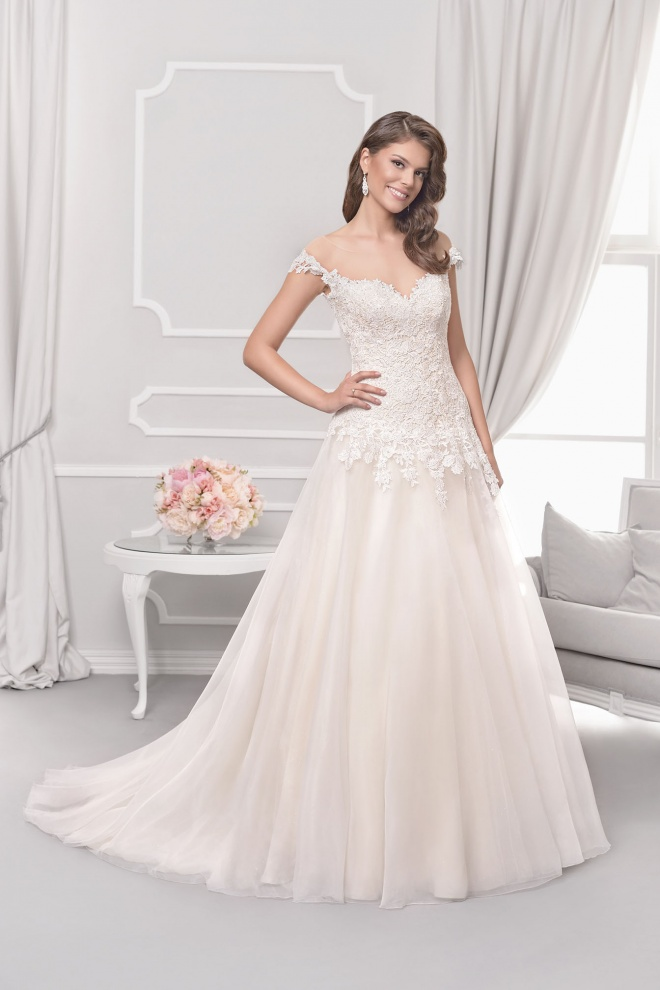 Suknia ślubna 18053T